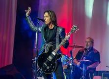 Por Gessle (Roxette) joga a guitarra e canta - o concerto em Khabaro Fotos de Stock