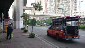 Por la mañana las calles del bangna, Tailandia almacen de metraje de vídeo