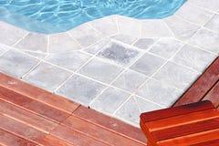 Por la piscina Imagen de archivo