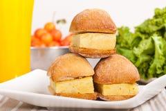 Sanduíches pequenos da tortilha espanhola (omeleta) imagem de stock royalty free