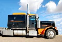 Por muito tempo - caminhão do diesel do reboque foto de stock