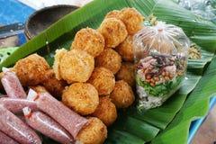 Porc aigre et riz croustillant photos stock