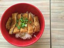Porc cuit à la friteuse par Japonais de Tonkatsu Images libres de droits