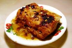 Porc cuit au four dans le four photos libres de droits