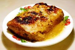 Porc cuit au four dans le four photo libre de droits