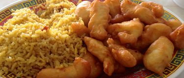 Porc doux et aigre avec Fried Rice images libres de droits