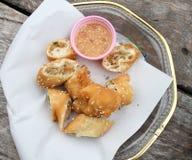 Porc frit de bâton de la pâte à l'intérieur de petit déjeuner images libres de droits