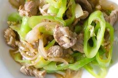 Porc frit par émoi avec le poivre de piment vert. Photographie stock libre de droits