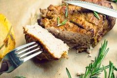 Porc grillé avec les épices et la pomme de terre rôtie Image libre de droits