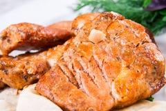 Porc grillé du plat blanc Image stock