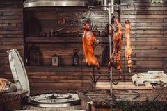 Porc grillé, lapin rôti, agneau traditionnel, gril chaud de tandoor Paraboloïdes chauds de viande image libre de droits