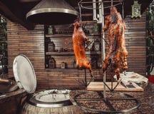 Porc grillé, lapin rôti, agneau traditionnel, gril chaud de tandoor Paraboloïdes chauds de viande images libres de droits