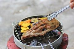 Porc grillé sur le charbon de bois Photo stock