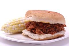 Porc tiré avec l'épi de maïs Photo stock