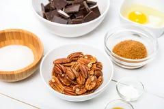 Porcas de noz-pecã, partes escuras do chocolate, Sugar And Egg Yolk fotografia de stock