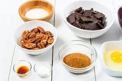 Porcas de noz-pecã, partes escuras do chocolate, Sugar And Egg Yolk fotos de stock royalty free
