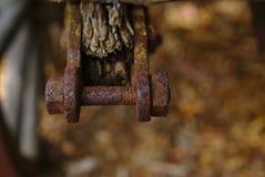 Porcas e parafuso corrosivos oxidados velhos fotografia de stock royalty free