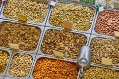 Porcas e sementes em uma loja Fotos de Stock