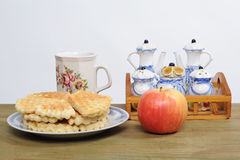 Porcelain dishes, cakes and apples Stock Photography