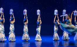 Porcelain Vases-Chinese folk dance. May 15, 2016, from Jiangxi province around the dancers gathered to exchange skills. At the Nanchang Repertory Theater Stock Photo