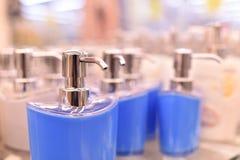 Porcelaine blanche de candleDispenser de cire, blanc, distributeur de savon liquide Image stock