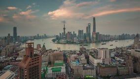 Porcelaine de laps de temps du panorama 4k de dessus de toit de baie de paysage urbain de Changhaï de coucher du soleil banque de vidéos