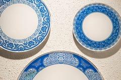 Porcelaine de porcelaine au mur Photos stock