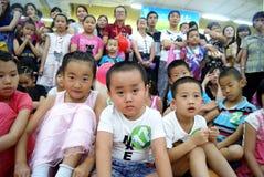 Porcelaine de Shenzhen : activité du jour des enfants Photos libres de droits