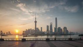 Porcelaine du centre de laps de temps du panorama 4k de vue de baie de rivière de ville de Changhaï de coucher du soleil clips vidéos