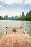 Porcelaine transportante par radeau en bambou de rivière de Li Photos libres de droits