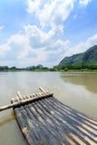 Porcelaine transportante par radeau en bambou de rivière de Li Photo libre de droits