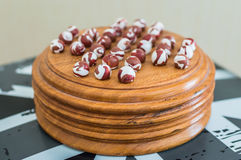 Porcelan piłki na drewnianym stojaku obrazy stock
