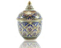 Porcelana tailandesa con diseños en cinco colores Imagen de archivo