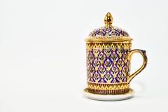 Porcelana tailandesa de Benjarong, produtos do vintage na província de Samut Sakhon, isolada no fundo branco foto de stock royalty free