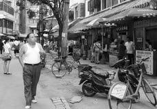 porcelanowa chińska karmowa mężczyzna dymienia ulica Wuhan Fotografia Stock