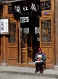 porcelanowa dziewiarska stara kobieta Xin xing Zhen fotografia royalty free