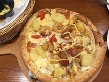 Porcelanowa pizza zdjęcia royalty free