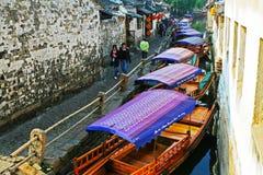 Porcelanowa turystyka: Zhouzhuang antyczny Wodny miasteczko Fotografia Stock