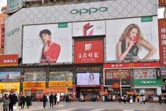Porcelanowa Zhengzhou miasta ulica Ekonomie, reklama Fotografia Royalty Free