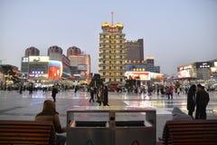 Porcelanowa Zhengzhou miasta ulica Ekonomie, reklama Obrazy Stock
