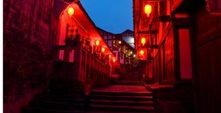 porcelanowej latarniowej noc stary czerwony miasteczko zdjęcia royalty free
