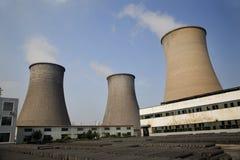 porcelanowy chłodząca węgla energii elektrycznej podpalająca wież roślinnych fotografia stock