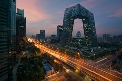 Porcelanowy ` s Pekin miasto, s?awny punktu zwrotnego budynek, Chiny CCTV CCTV 234 metru wysokich drapaczy chmur jest bardzo spek fotografia stock