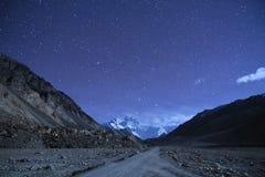 Porcelanowy Tybet, Everest gwiazdy noc Zdjęcie Royalty Free