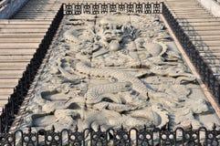 Porcelanowy wzór rzeźbiący elementu symbolu rzeźby sztuki smoka kamienia świątyni zwierzę Obrazy Royalty Free
