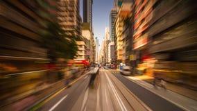 Porcellana crepuscolare di lasso di tempo di panorama 4k di giro di traffico del tram di Hong Kong di tramonto