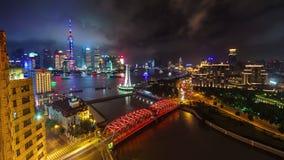 Porcellana del centro di lasso di tempo di vista 4k del ponte della baia del fiume di paesaggio urbano di Schang-Hai di notte video d archivio
