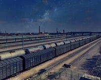 Porcellana del treno merci di notte Immagine Stock