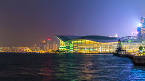 Porcellana di lasso di tempo del centro 4k di convenzione e di mostra della baia di Hong Kong di notte stock footage