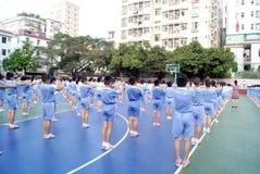 Porcellana di Shenzhen: allievi per condurre le attività Fotografia Stock Libera da Diritti